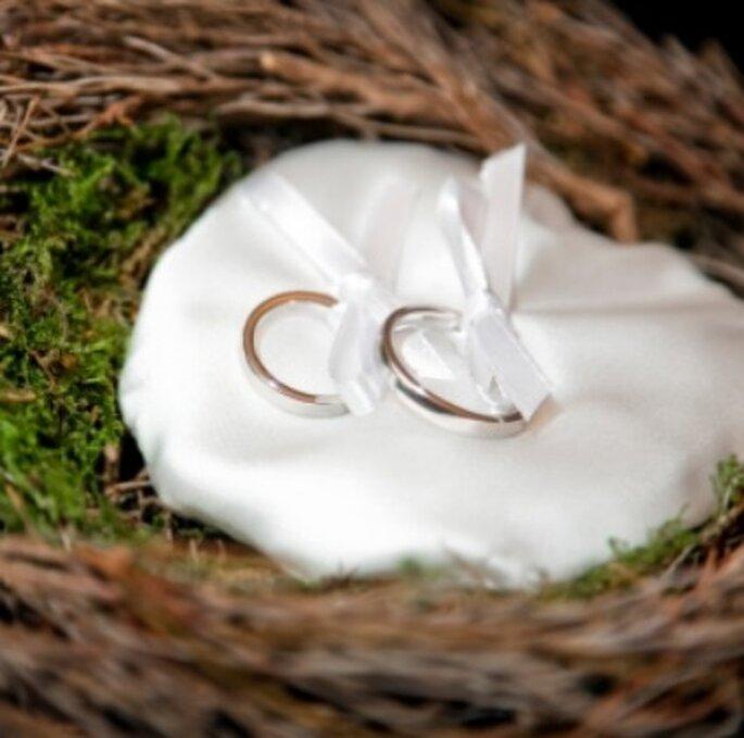 Confiez vos alliances à un témoin de mariage fiable ! - (C) Mariages.net