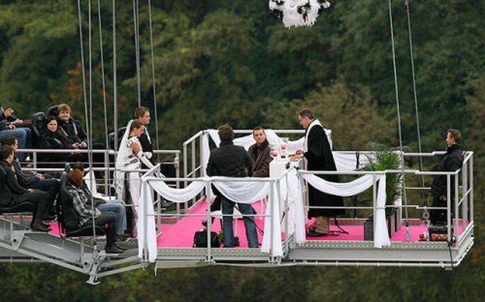 Réaliser un saut à l'élastique le jour de son mariage : pourquoi pas ?! -  Source : outdoorweddings.com