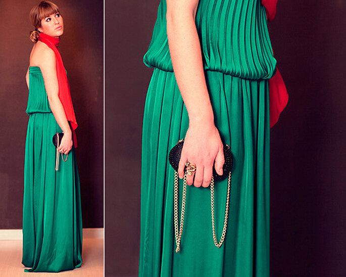 LOOK IN: Vestido verde de Cabotine, pañuelo naranje y joyas de Pomellato. Foto: Villarrazo