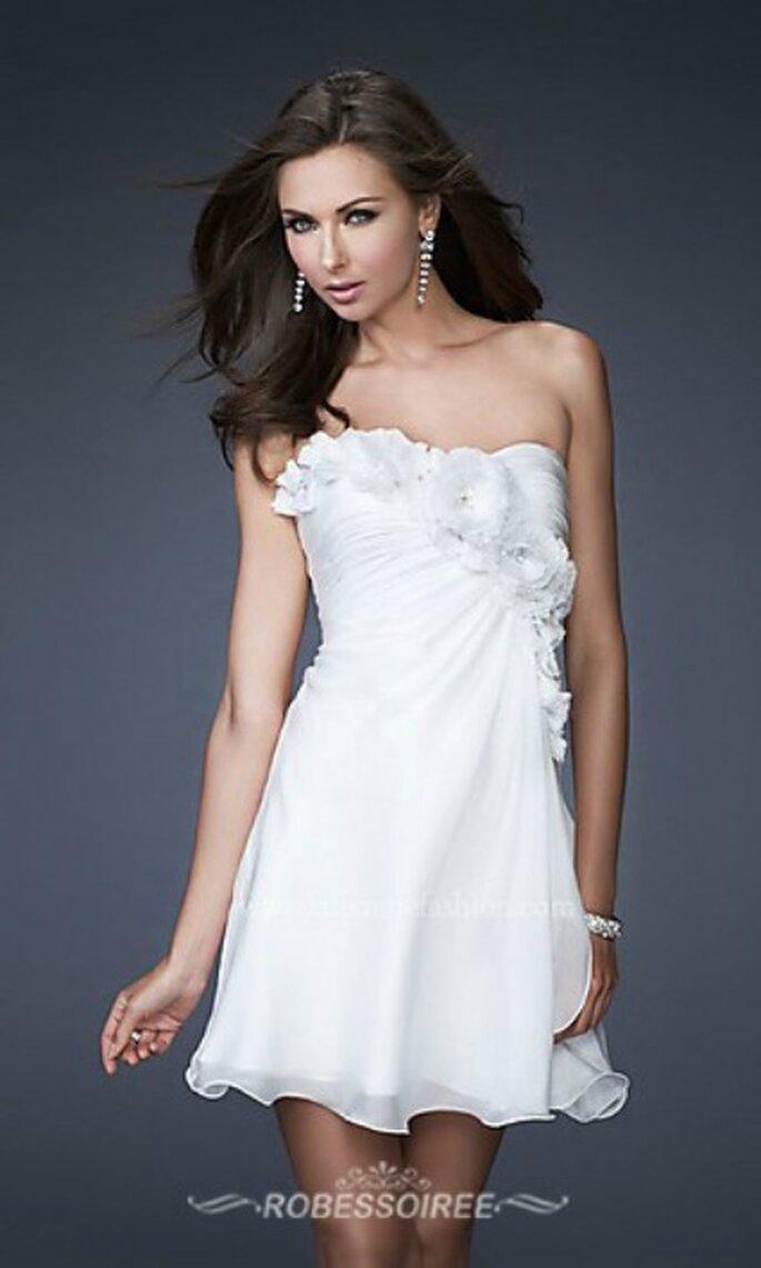 Mariage civil : on mise sur une robe courte blanche - Photo : Robes de Soirée