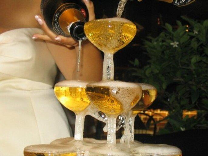 Pièce montée et champagne : un accord parfait ! - Photo : Pureté dorée