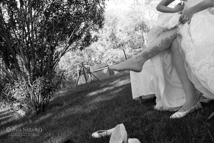 Un hermoso tatuaje en la pierna de esta novia. Foto de Chema Naranjo