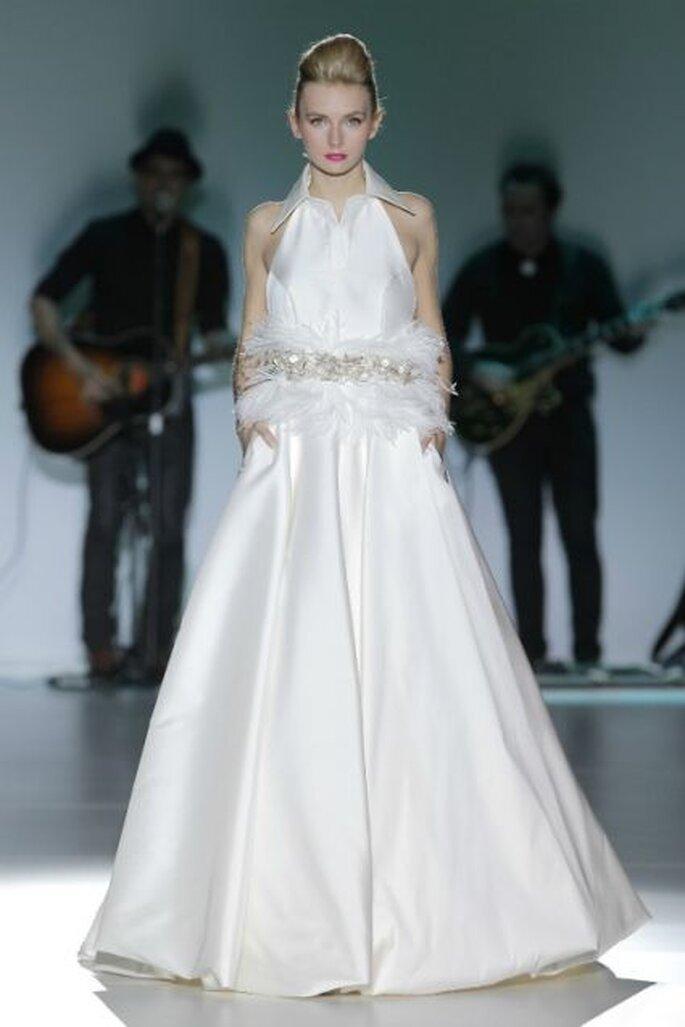Robe de mariée Isabel Zapardiez - Colección 2014. Photo: Barcelona Bridal Week