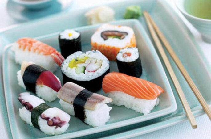 Legen Sie einen Sushi-Kurs auf Ihren Hochzeitstisch