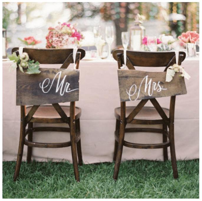 Decoración para las sillas del banquete de bodas - Foto Jose Villa