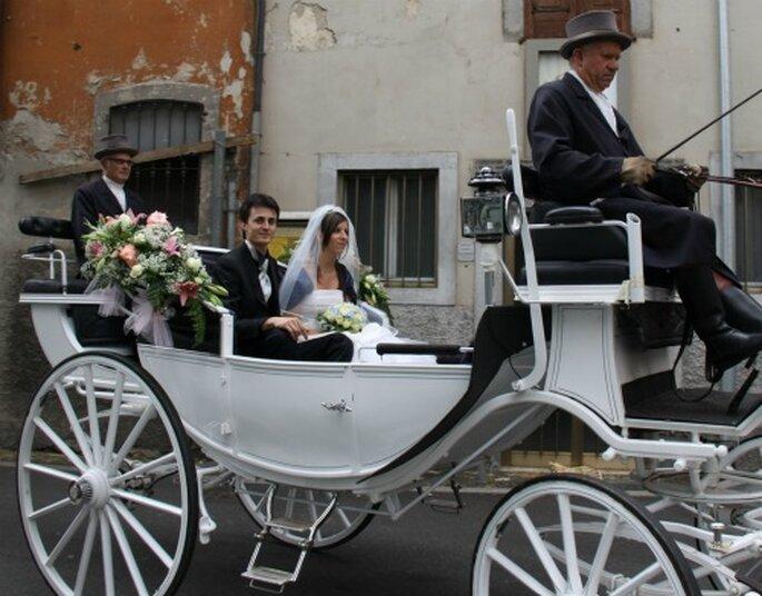 Matrimonio In Carrozza : Alessia una sposa in bianco e blu con un tocco di