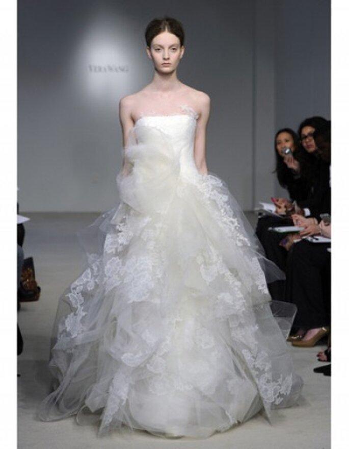 Vestido de tul vestido cayó jaula flotante con encaje y aplicaciones de organza y tul, crin y corsage