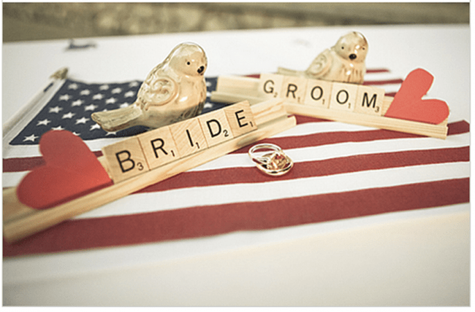 Decoración de boda con divertidas letras - Foto Jeff Wallace Photography