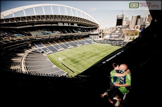 Sesión de fotos pre boda inspirada en el soccer - Foto Evantide Photography