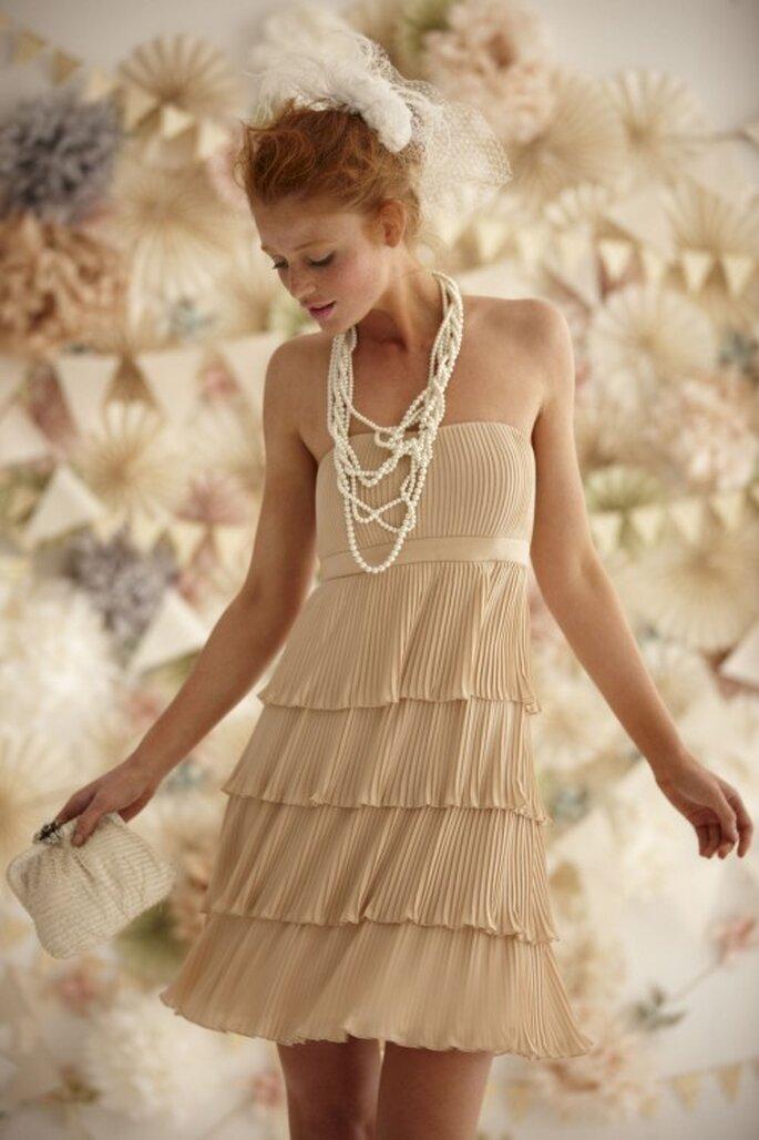 Verspielte Kleider dürfen mit verspieltem Schmuck kombiniert werden – Foto: bhldn