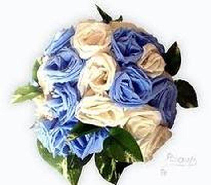 Rosas en blanco y azul: perfectas para una boda en primavera