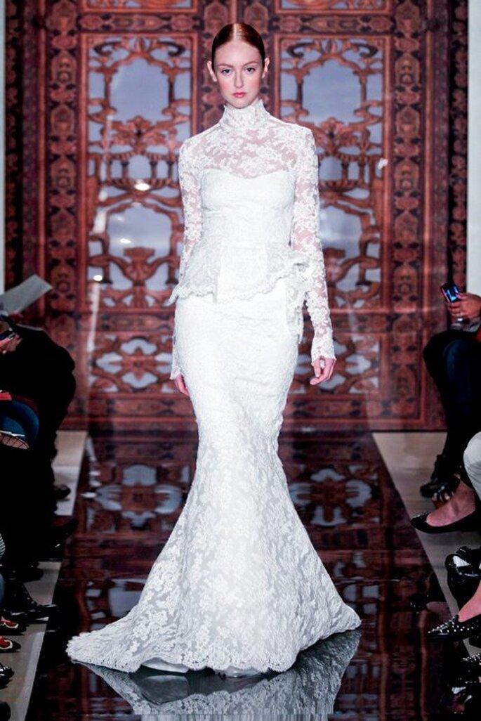 Vestido de novia corte sirena con encaje en mangas, escote y falda - Foto Reem Acra