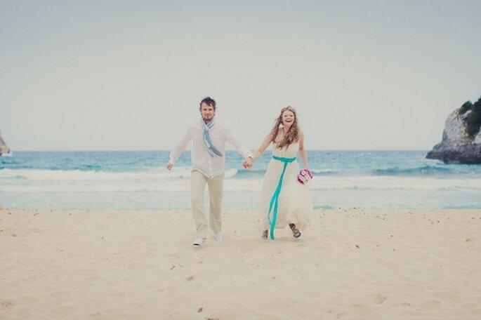 Hochzeit auf Mallorca. Brautpaar am Strand - Foto: Nadia Meli.