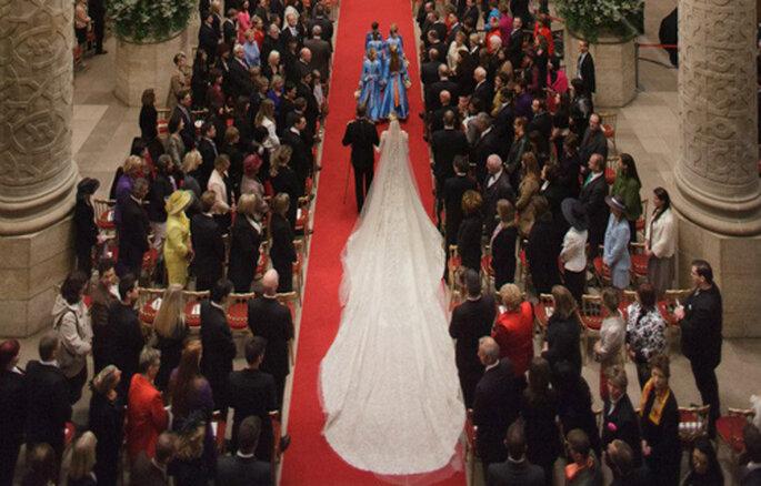 El velo de la nueva condesa de Luxemburgo medía 5 metros. Foto: Eliee Saab - Facebook oficial