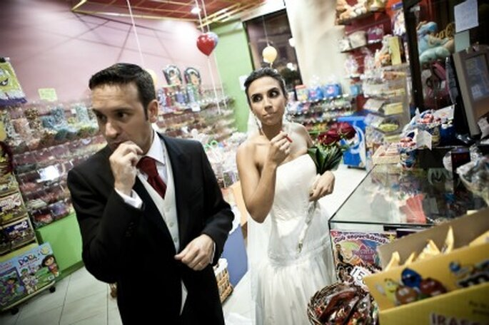 Los novios en un momento goloso- Foto: Valentín Gámiz
