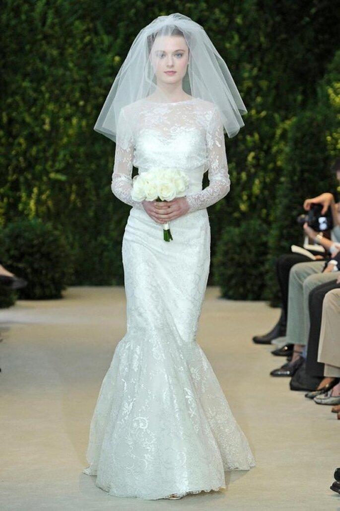 Vestido de novia 2014 con mangas largas, escote ilusión y silueta sirena con falda voluminosa - Carolina Herrera