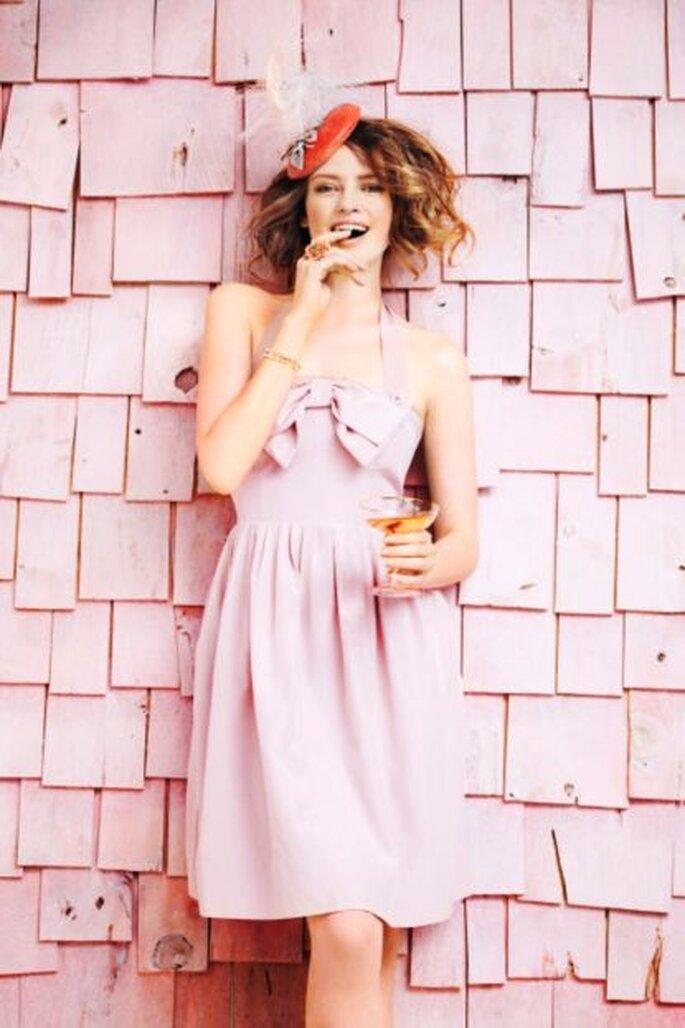 Tus invitadas también pueden vestir de rosa. Foto de BHLDN