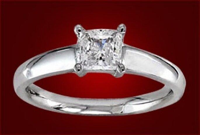 La argolla de matrimonio a cambio con el tiempo de tal forma que puede tener un diseño grueso, liso, cuadrado o grabado.