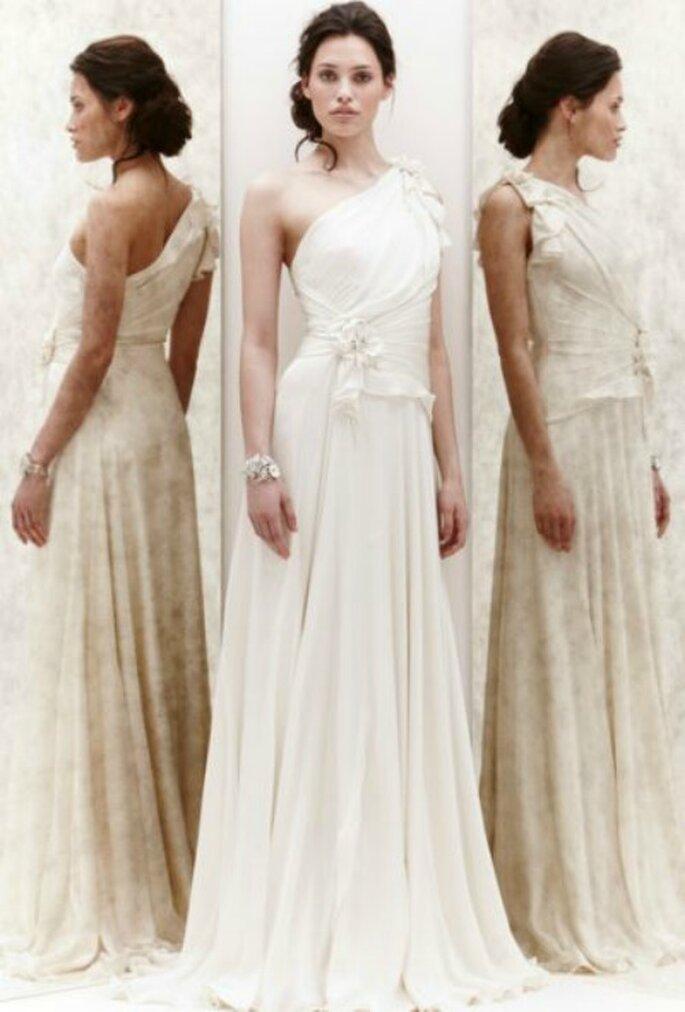 Abito monospalla in chiffon con decori floreali. Jenny Packham Spring 2013. Foto New York Bridal Week