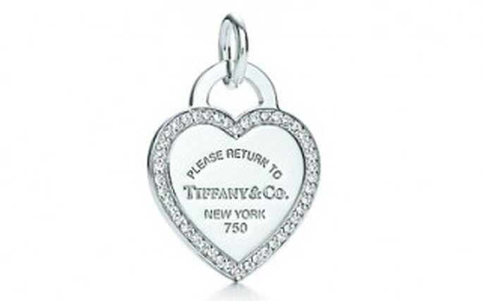 Colgante en oro blanco de 18K con diamantes. Inspirado en el anillo clave de Tiffany desde 1969