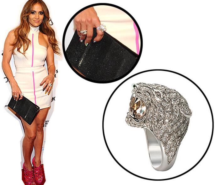Jennifer Lopez, luciendo el anillo-tigre de Carrera y Carrera - Imagen: Getty
