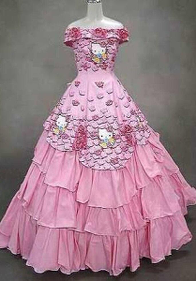 Hello Kitty 2009 - Vestido largo de corte princesa, escote barco, apliques varios en el cuerpo