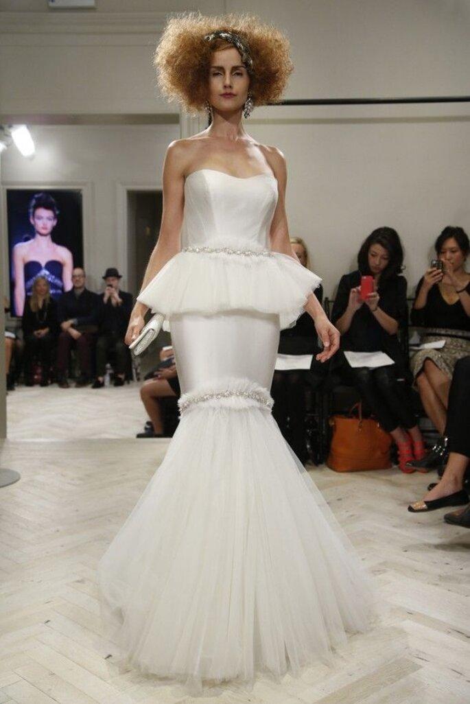 Vestido de novia con silueta peplum y corte sirena - Foto Badgley Mischka
