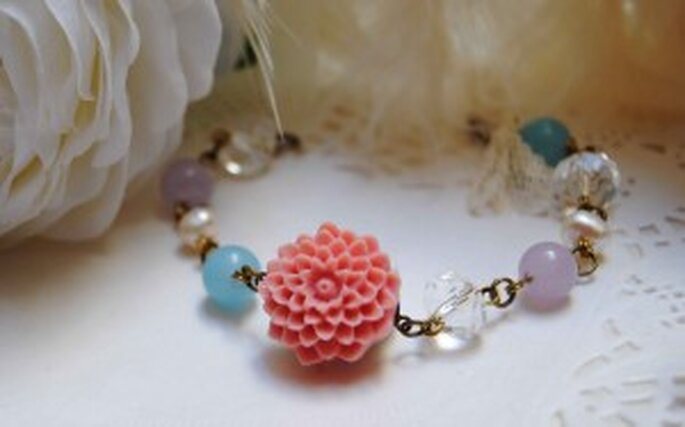 Pulsera para novia con florecilla rosa - The French Boudoir