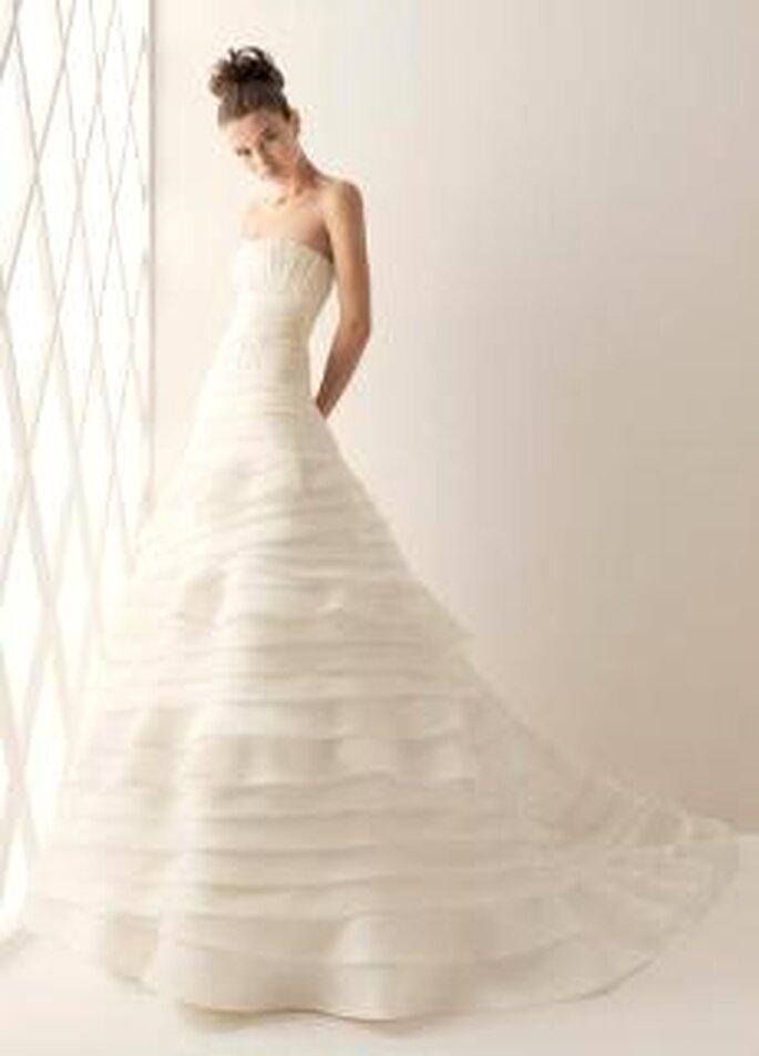 Aire Collection 2010 - Balboa, vestido largo en seda, de corte princesa, en cascada de líneas horizontales