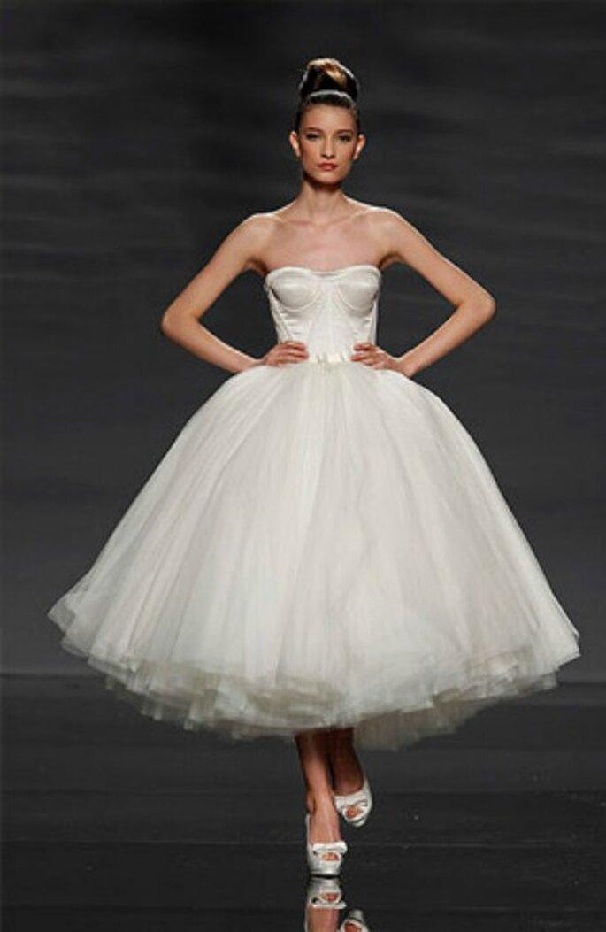 Vestido de novia con corsé de Rosa Clará