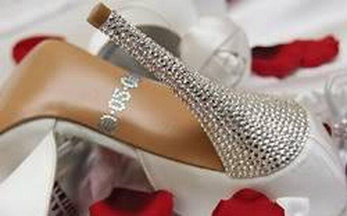 """Una scarpa """"trendy"""" con la data del matrimonio"""