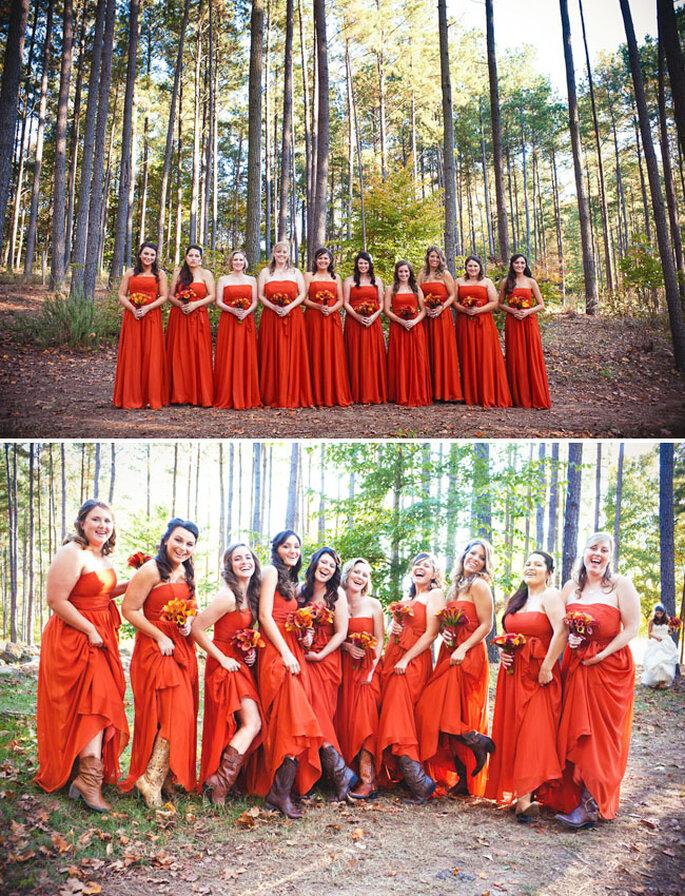 Brautjunfern in orangenen Kleidern - Foto: Callaway Gable/Lauren Belknap