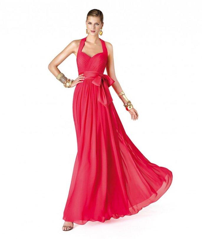 Vestido de fiesta para damas de boda en color rojo coral - Foto La Sposa