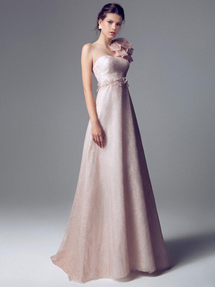 Vestido de novia rosa pálido de Blumarine 2014. Vista completa del frente. Foto: www.blumarine.com