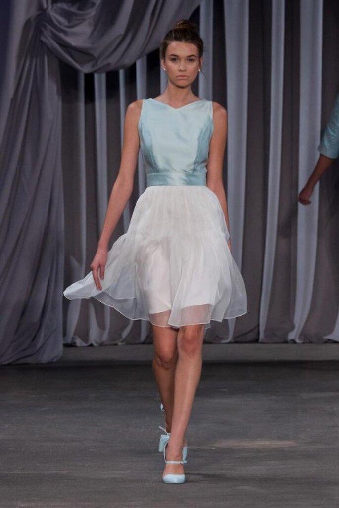 Vestido de fiesta corto bicolor con transparencias
