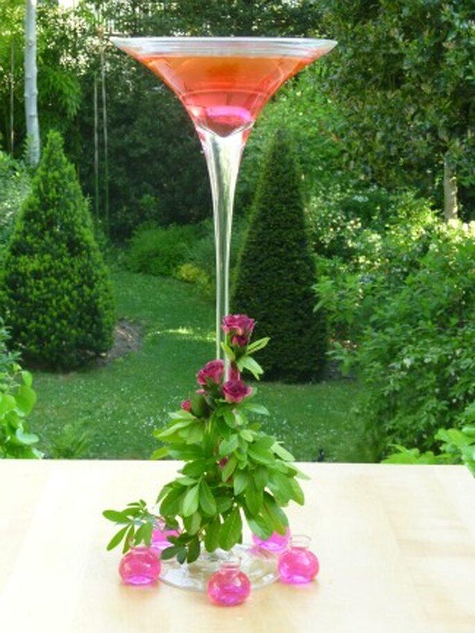 Décoration de table originale avec ce vase rempli d'eau colorée