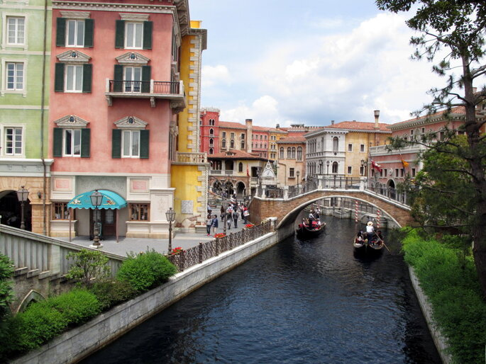 "Foto: ""Tokyo DisneySea Mediterranean Harbour Venice 20130607"" by Wing1990hk - Own work. Licensed under CC BY 3.0 via Commons - https://commons.wikimedia.org/wiki/File:Tokyo_DisneySea_Mediterranean_Harbour_Venice_20130607.jpg#/media/File:Tokyo_DisneySea_Mediterranean_Harbour_Venice_20130607.jpg"