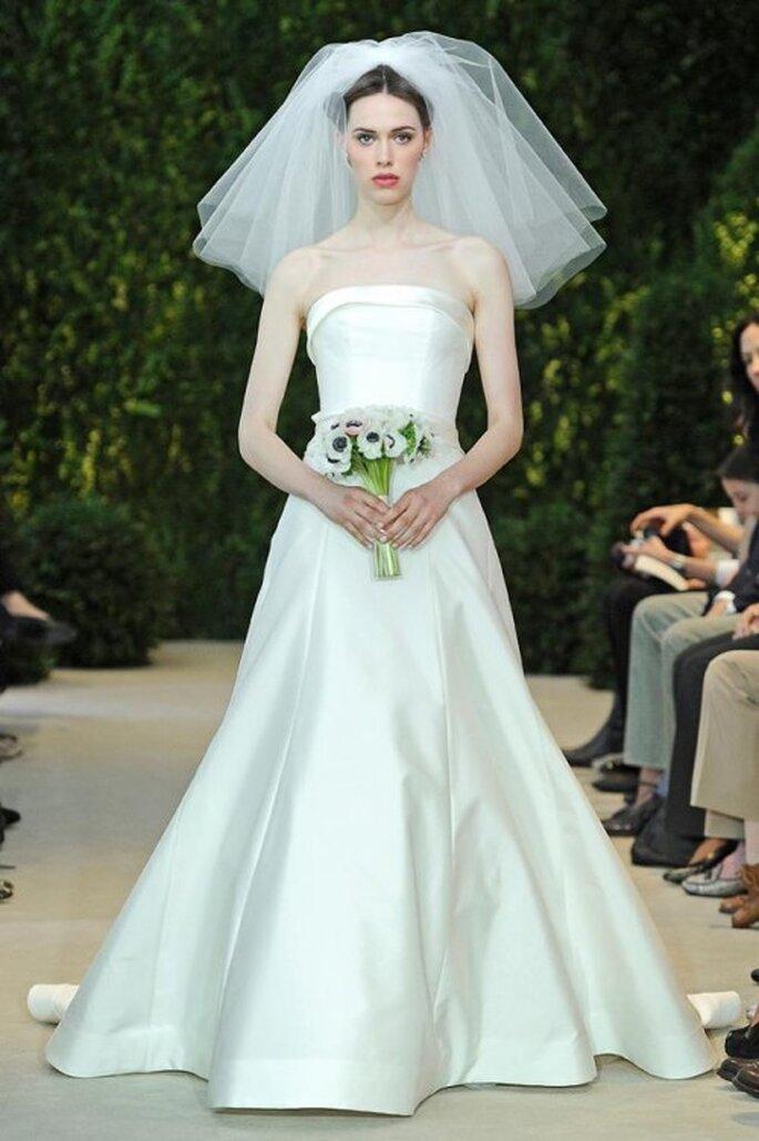 Vestido de novia con escote strapless y falda voluminosa - Foto Carolina Herrera