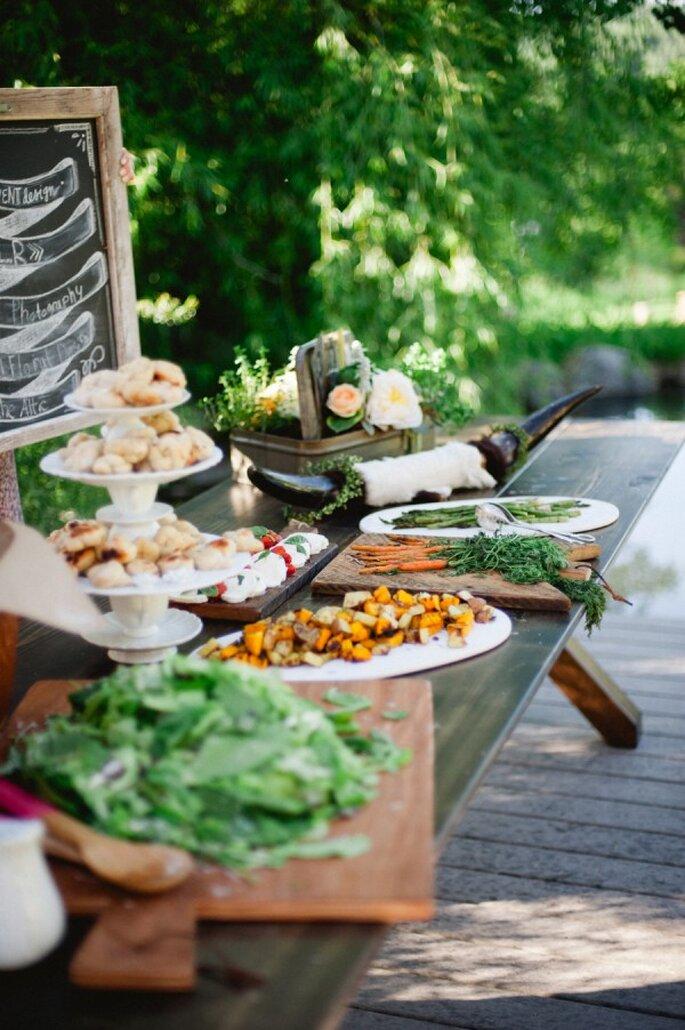 Sorprende a todos en tu banquete de boda con un buffet - Foto Rebecca Hollis Photography