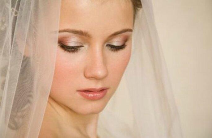 Un trucco semplice fa risaltare la naturale bellezza della sposa. Foto www.pourfemme.it