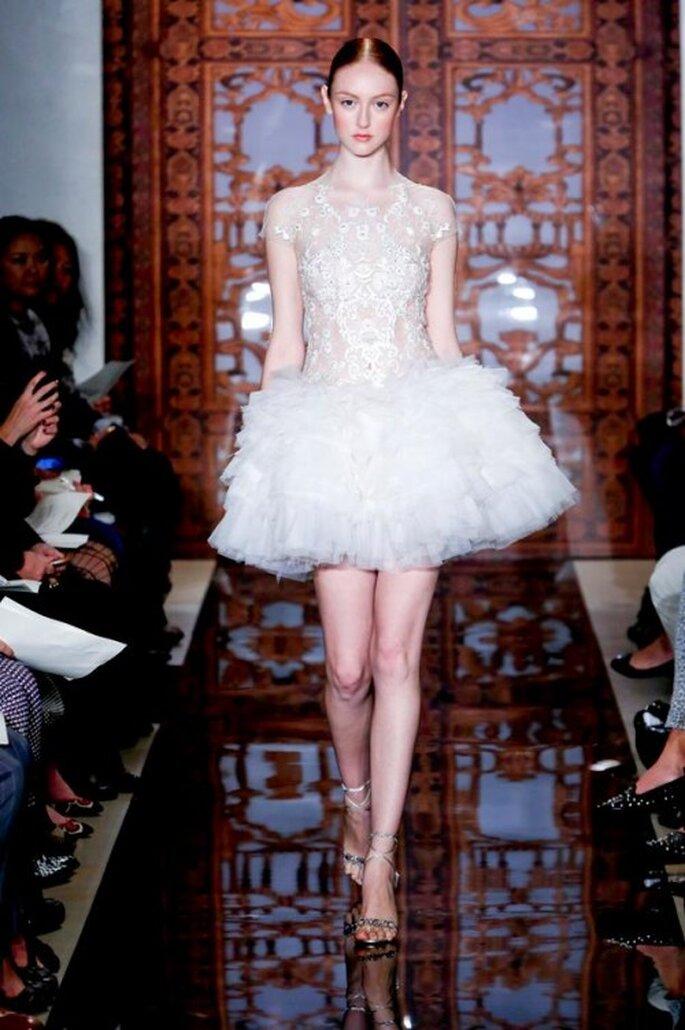Vestido de novia corto 2014 con falda voluminosa - Foto Reem Acra