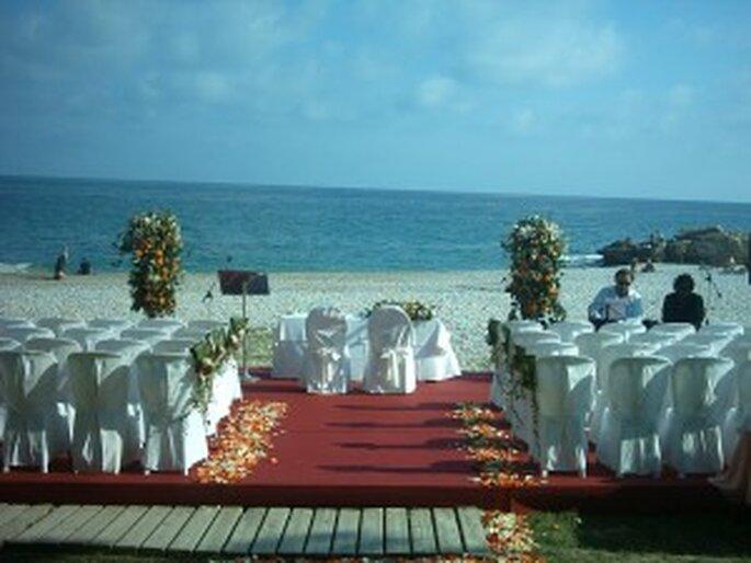 Una ceremonia en la playa organizada por E-Vents