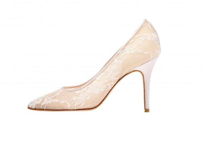 Zapatos de tacón en punta para novia en color nude - Foto Monique Lhuillier