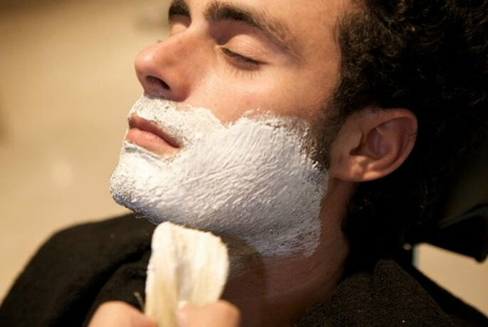 La barba va fatta il giorno stesso della cerimonia. E' d'obbligo un look impeccabile. Foto www.ilsalottodelbenessere.it