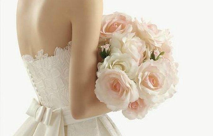 Kombinieren Sie weiße Rosen mit Pastellfarben – Foto: aire barcelona