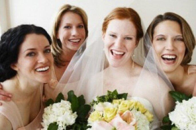 El ramo de la novia suele ser objeto de deseo de las amigas