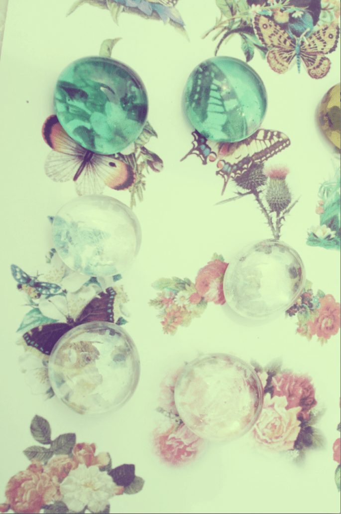 Como hacer imanes vintage para recuerdos de boda DIY. Fotografía Sofía Hasler