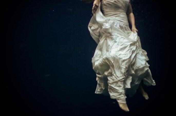 Sesión de fotos Trash the Dress bajo el agua - Foto Playaloves.me