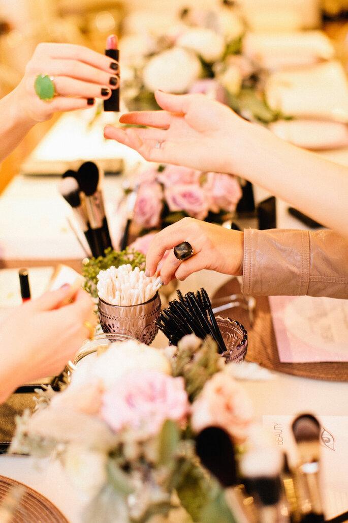Todo lo que debe llevar el kit de emergencia (y belleza) de las novias - Erin McGinn