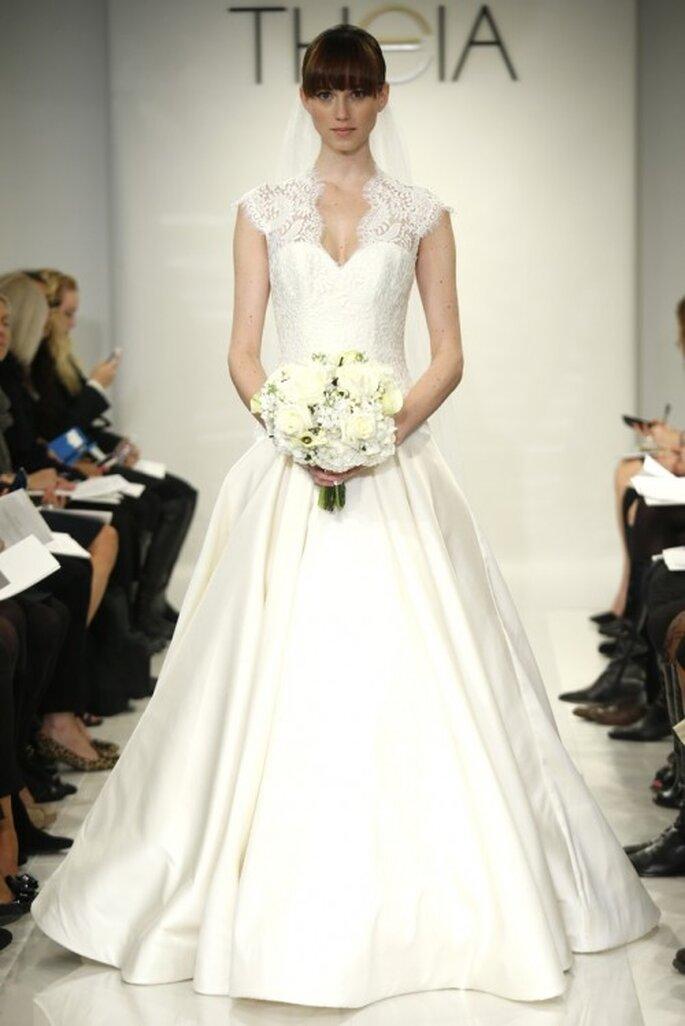 Vestido de novia con mangas cortas y bordados de encaje - Foto Theia